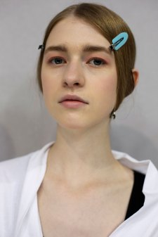 Dior-backstage-beauty-spring-2016-fashion-show-the-impression-068