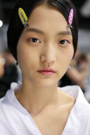 Dior-backstage-beauty-spring-2016-fashion-show-the-impression-082