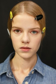 Dior-backstage-beauty-spring-2016-fashion-show-the-impression-087