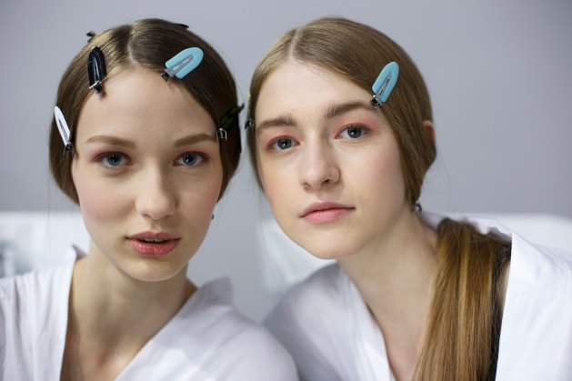 Dior-backstage-beauty-spring-2016-fashion-show-the-impression-098