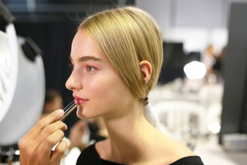 Dior-backstage-beauty-spring-2016-fashion-show-the-impression-102