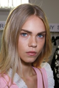 Emanuel-Ungaro-backstage-beauty-spring-2016-fashion-show-the-impression-036