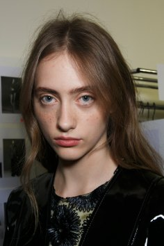 Emanuel-Ungaro-backstage-beauty-spring-2016-fashion-show-the-impression-046