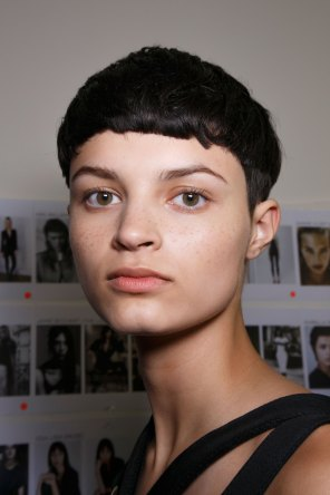 Emanuel-Ungaro-backstage-beauty-spring-2016-fashion-show-the-impression-049