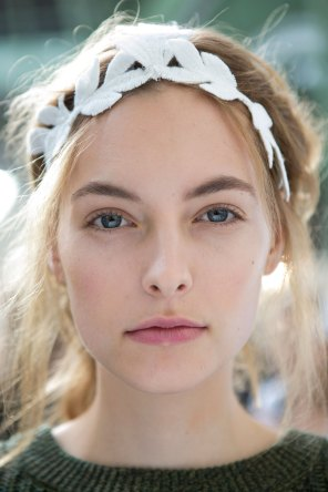 Moncler-Gamme-Rouge-spring-2016-beauty-fashion-show-the-impression-01