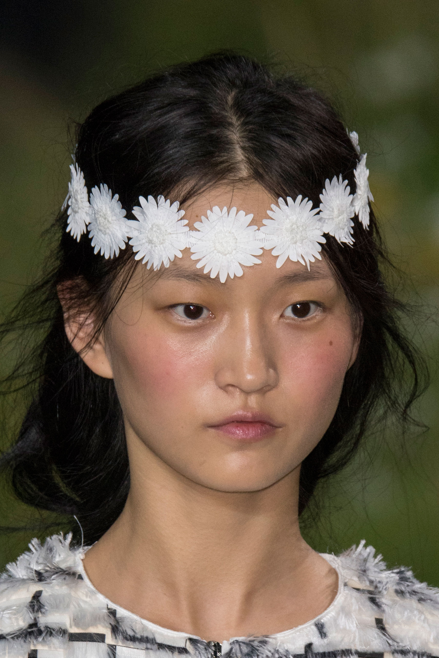 Moncler-Gamme-Rouge-spring-2016-runway-beauty-fashion-show-the-impression-30
