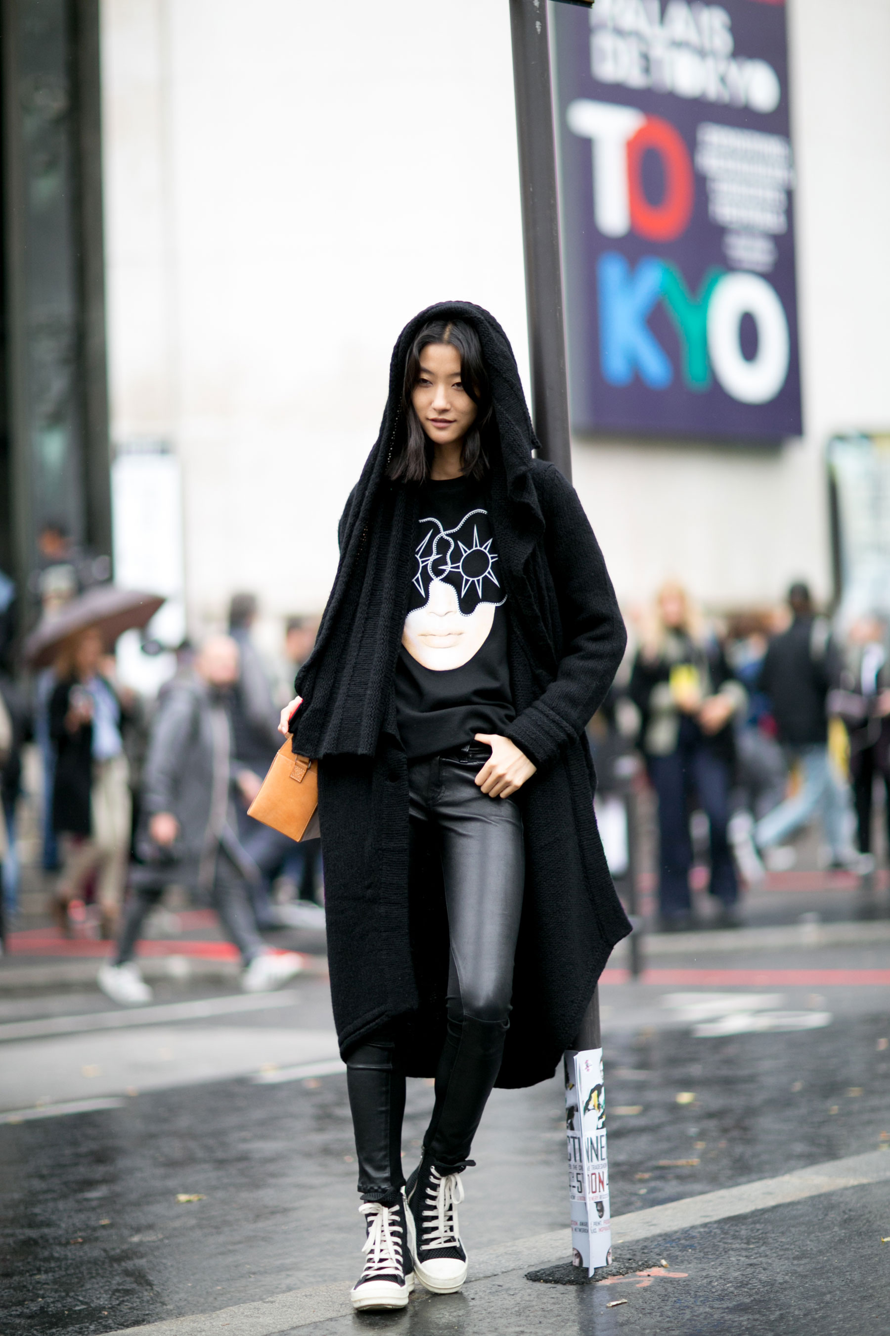 Paris-fashion-week-street-style-day-7-october-15-the-impression-18