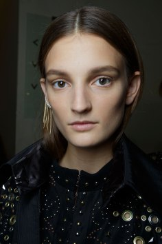 Sacai-spring-2016-beauty-fashion-show-the-impression-37