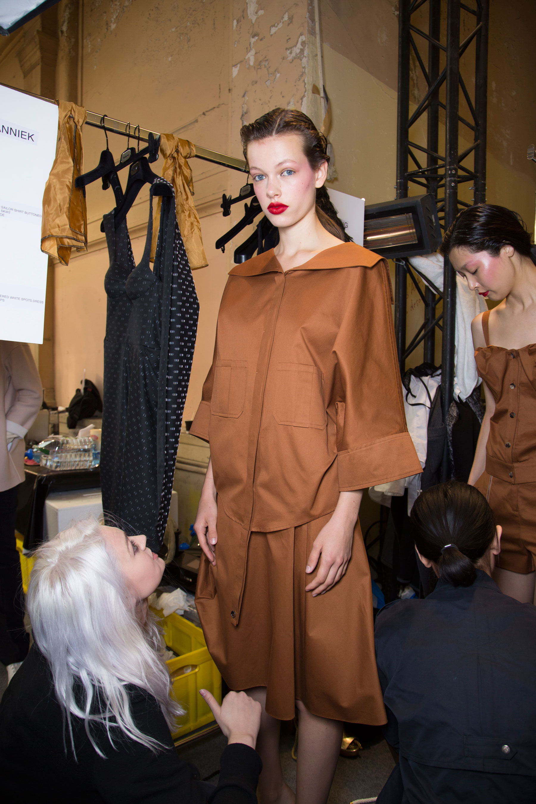 chalayan-spring-2016-backstage-fashion-show-the-impression-34