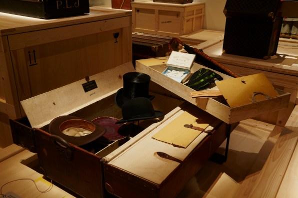 Louis-Vuitton-Volez-Voguez-Voyagez-tokyo-exhibit-the-impression-16