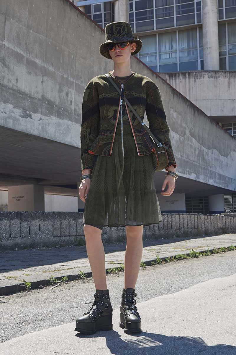 Givenchy-resort-2017-fashion-show-the-impression-25