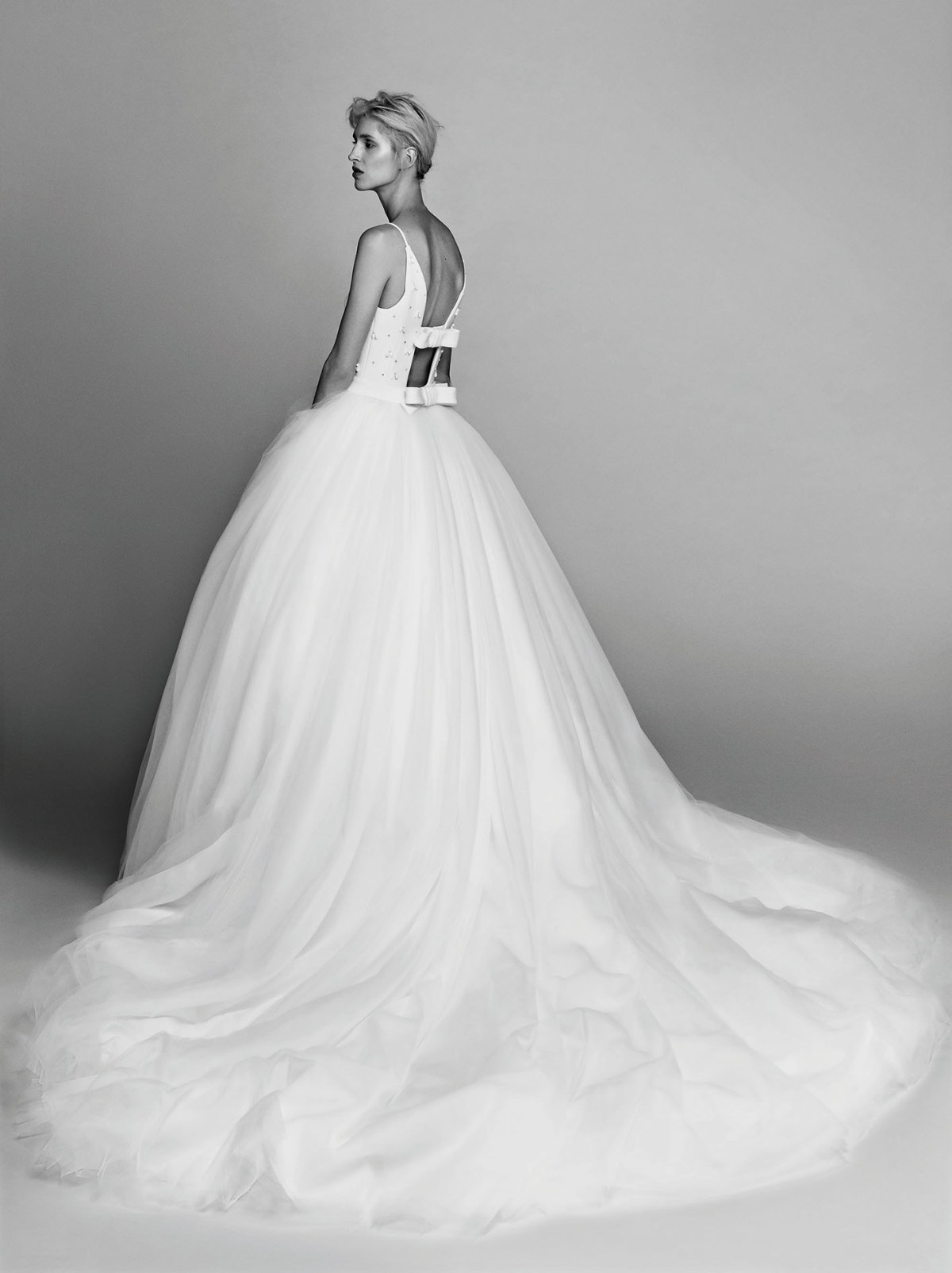 Victor-and-Rolf-fall-2017-bridal-fashion-show-the-impression-37