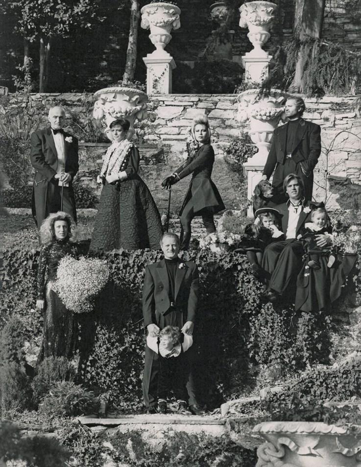 The Versace family at Villa Fontanelle, Moltrasio, Lake Como, late '80s, photo Alfa Castaldi.