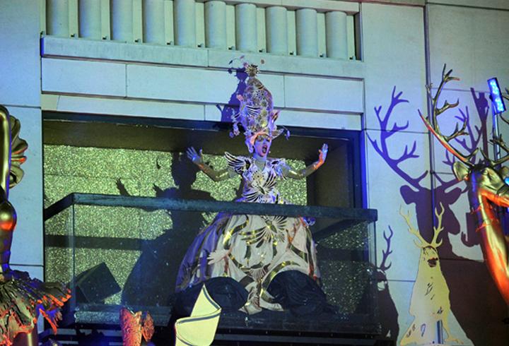 Barneys-New-York-baz-dazzled-baz-luhrmann-holiday-2014-the-impression-002
