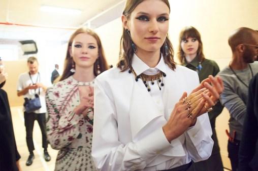 Valentino-resort-2018-backstage-fashion-show-the-impression-040