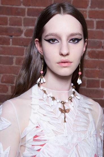 Valentino-resort-2018-beauty-fashion-show-the-impression-28