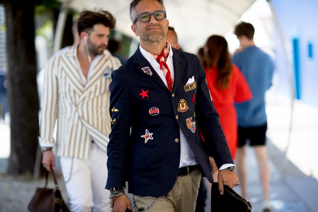 pitti-uomo-mens-street-style-sping-2019-fashion-shown-the-impression-048
