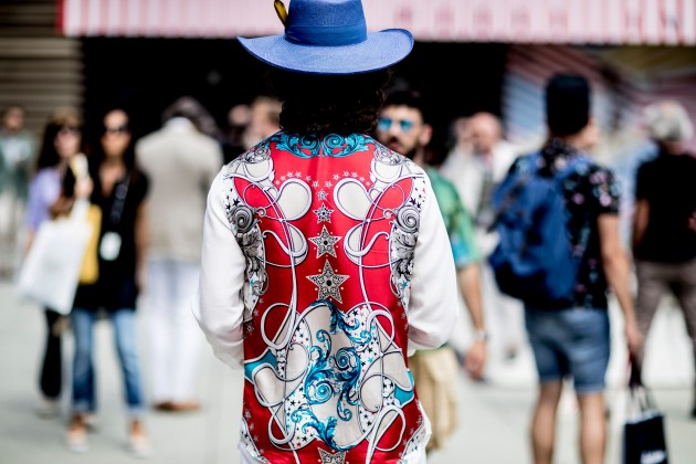 pitti-uomo-mens-street-style-sping-2019-fashion-shown-the-impression-077