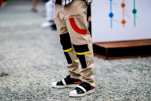 pitti-uomo-mens-street-style-sping-2019-fashion-shown-the-impression-092