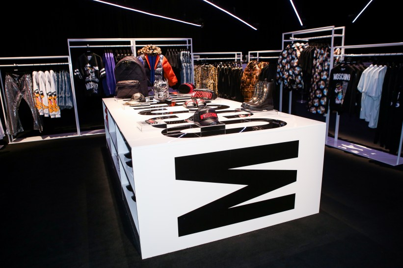 MOSCHINO [tv] H&M Holiday 2018 Fashion Show-atmosphere-the-impression-001