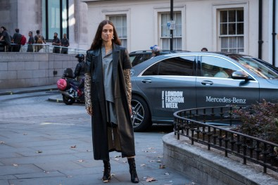 lfw-streetstyle-by-poli-alexeeva-the-impression-003
