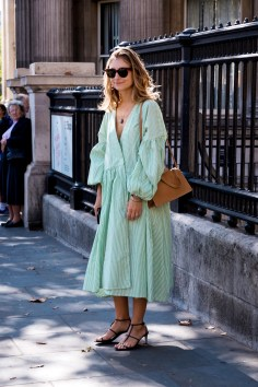 lfw-streetstyle-by-poli-alexeeva-the-impression-024