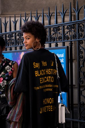 lfw-streetstyle-by-poli-alexeeva-the-impression-054