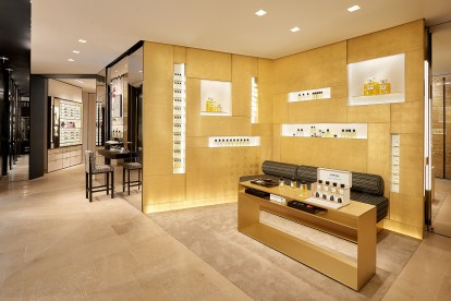 Chanel-boutique-19-rue-Cambon-Flagship-the-impression-30