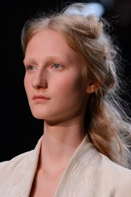 Alexander-McQueen-runway-beauty-spring-2016-fashion-show-the-impression-009