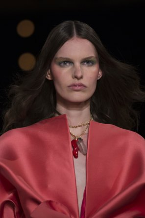 Alexis-Mabille-spring-2016-runway-beauty-fashion-show-the-impression-21