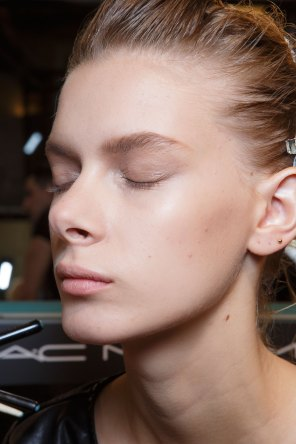 Ann-Demeulemeester-spring-2016-beauty-fashion-show-the-impression-04