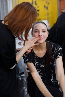 Anrealage-spring-2016-beauty-fashion-show-the-impression-12