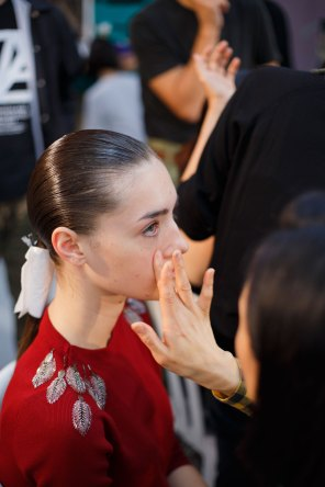 Anrealage-spring-2016-beauty-fashion-show-the-impression-21