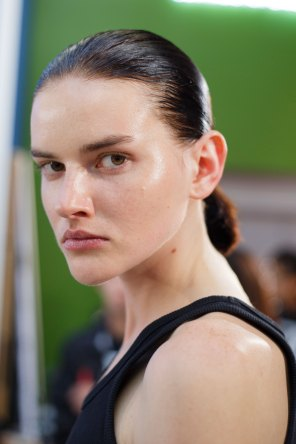 Anrealage-spring-2016-beauty-fashion-show-the-impression-32