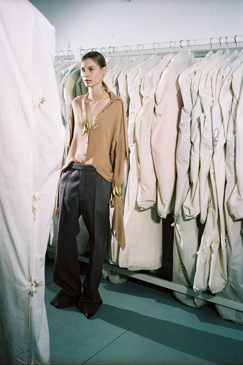 Balenciaga-pre-fall-2016-fashion-show-the-impression-14