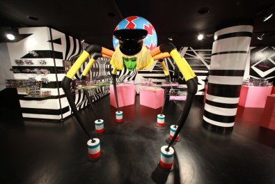 Barneys-New-York-Gaga-Workshop-holiday-2011-the-impression007