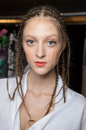Desigual-beauty-backstage-spring-2016-fashion-show-the-impression-07