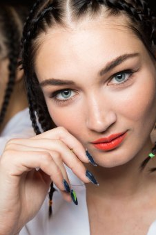 Desigual-beauty-backstage-spring-2016-fashion-show-the-impression-16