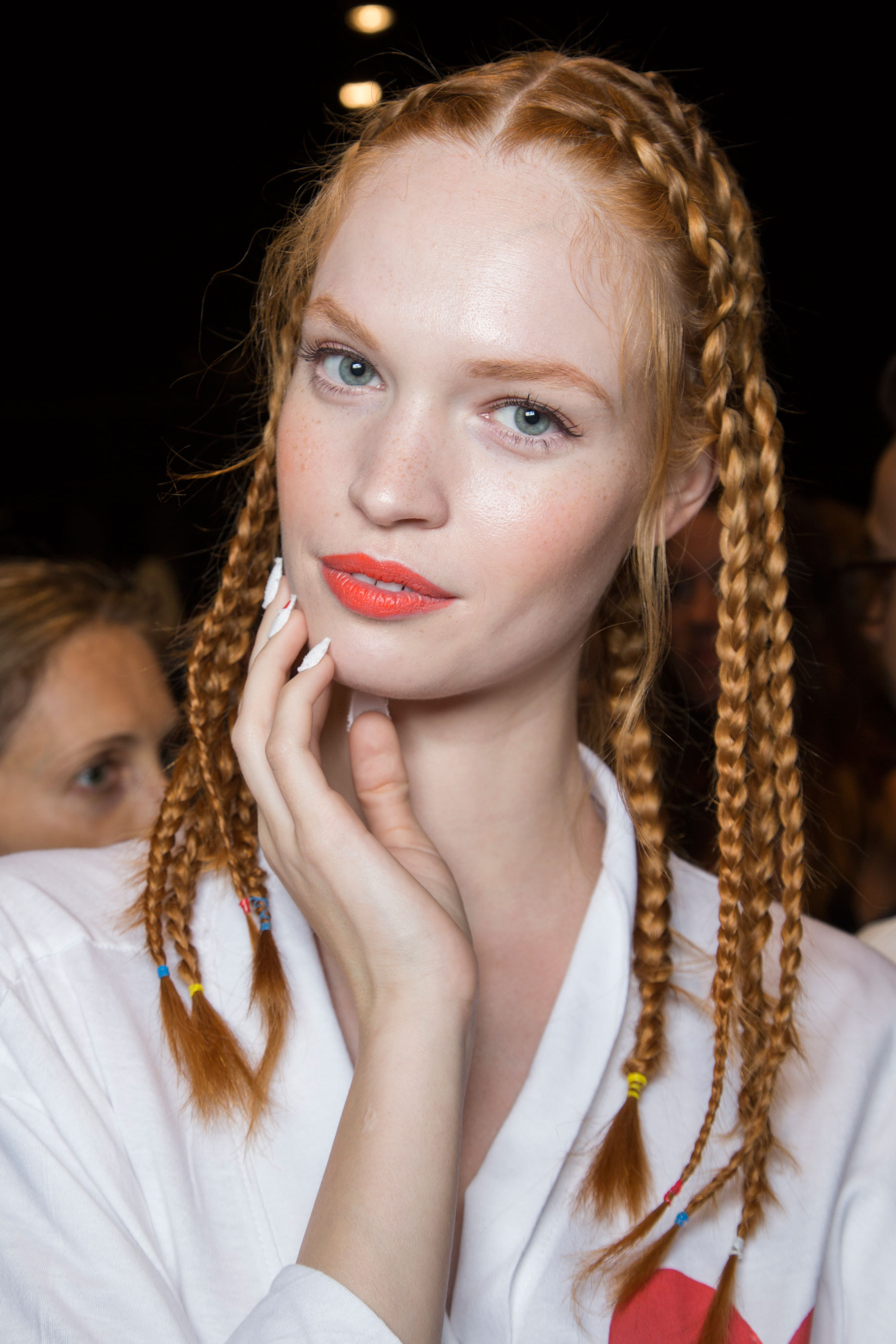 Desigual-beauty-backstage-spring-2016-fashion-show-the-impression-26