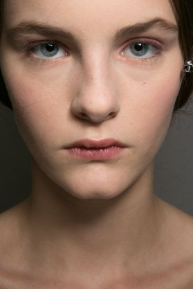 Dior-backstage-beauty-spring-2016-fashion-show-the-impression-018