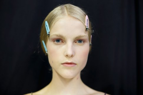 Dior-backstage-beauty-spring-2016-fashion-show-the-impression-045