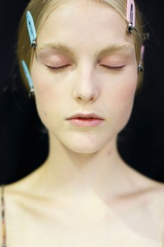 Dior-backstage-beauty-spring-2016-fashion-show-the-impression-047