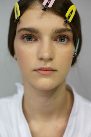 Dior-backstage-beauty-spring-2016-fashion-show-the-impression-061