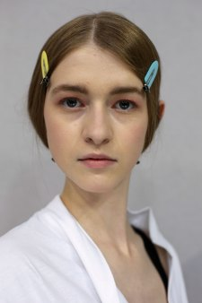 Dior-backstage-beauty-spring-2016-fashion-show-the-impression-071