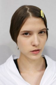 Dior-backstage-beauty-spring-2016-fashion-show-the-impression-074