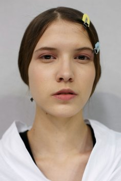 Dior-backstage-beauty-spring-2016-fashion-show-the-impression-076
