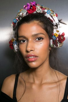 Dolce-and-Gabanna-backstage-beauty-spring-2016-fashion-show-the-impression-023