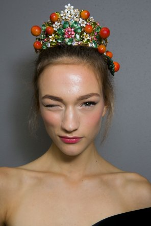 Dolce-and-Gabanna-backstage-beauty-spring-2016-fashion-show-the-impression-043