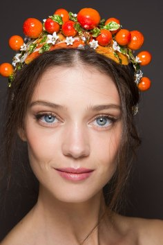 Dolce-and-Gabanna-backstage-beauty-spring-2016-fashion-show-the-impression-082