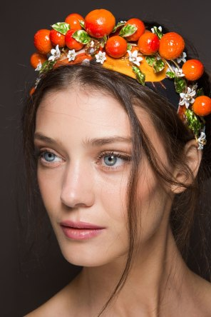 Dolce-and-Gabanna-backstage-beauty-spring-2016-fashion-show-the-impression-085